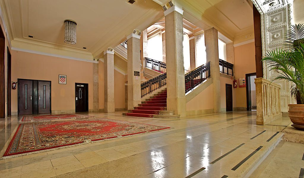Once Stunning Now Outdated Hotel Riviera in Pula Goes on Sale?