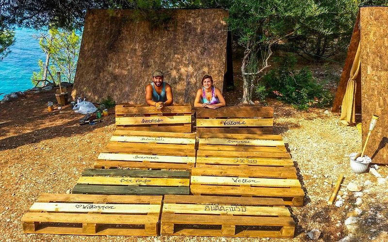 Working with eco pallets @ Cast Away.jpg