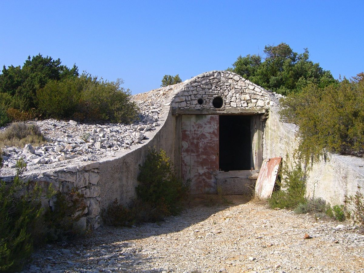 Military facilities on island of Vis 08
